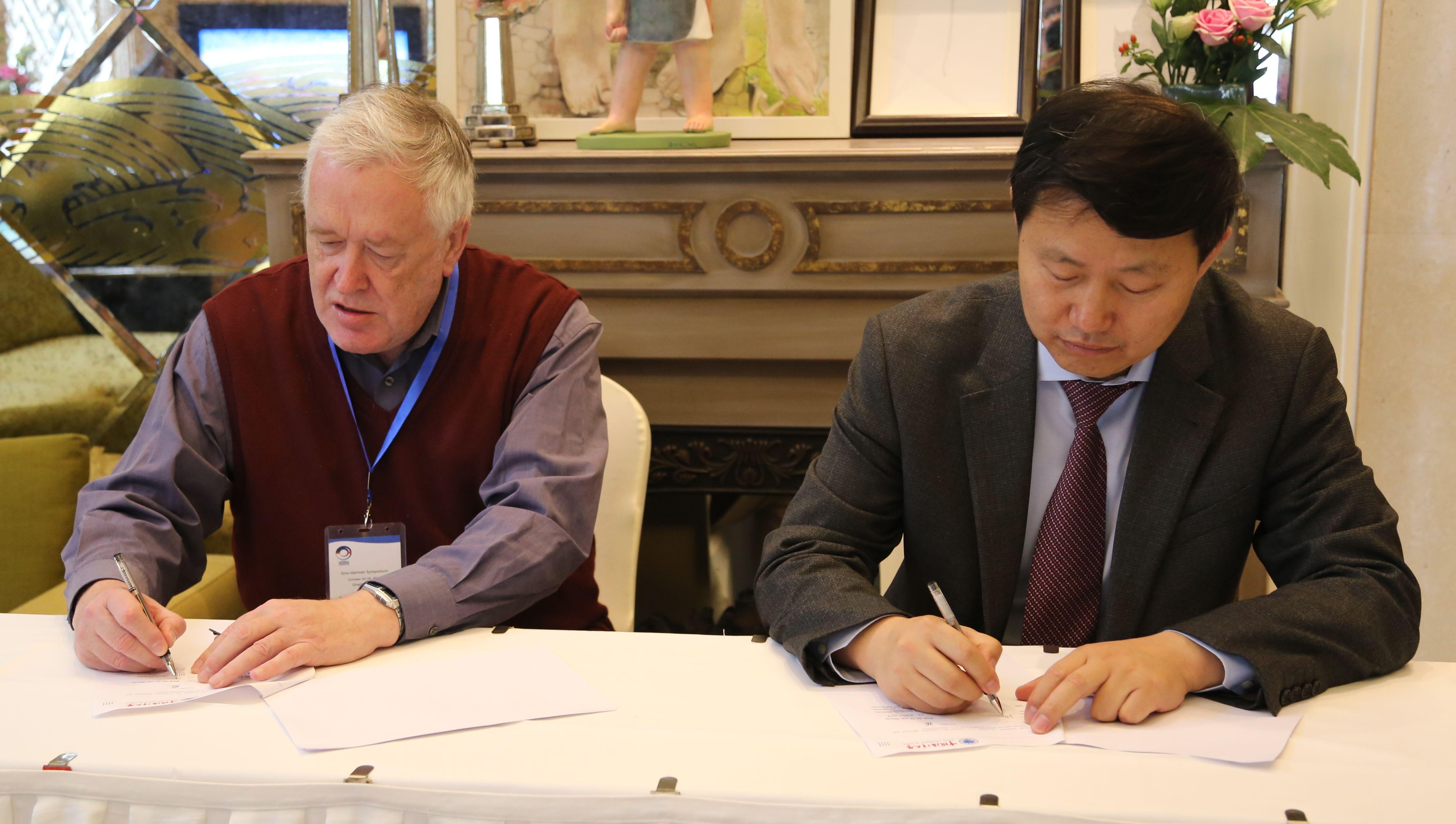 20 October 2014 Signature of Memorandum of Understanding between Ocean University of China 中国海洋大学 Qingdao and Institut für Küstenforschung